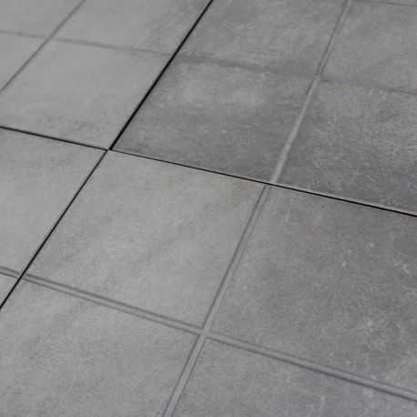 Carrelage sol exterieur modena gris grip structur for Plinthes carrelage exterieur