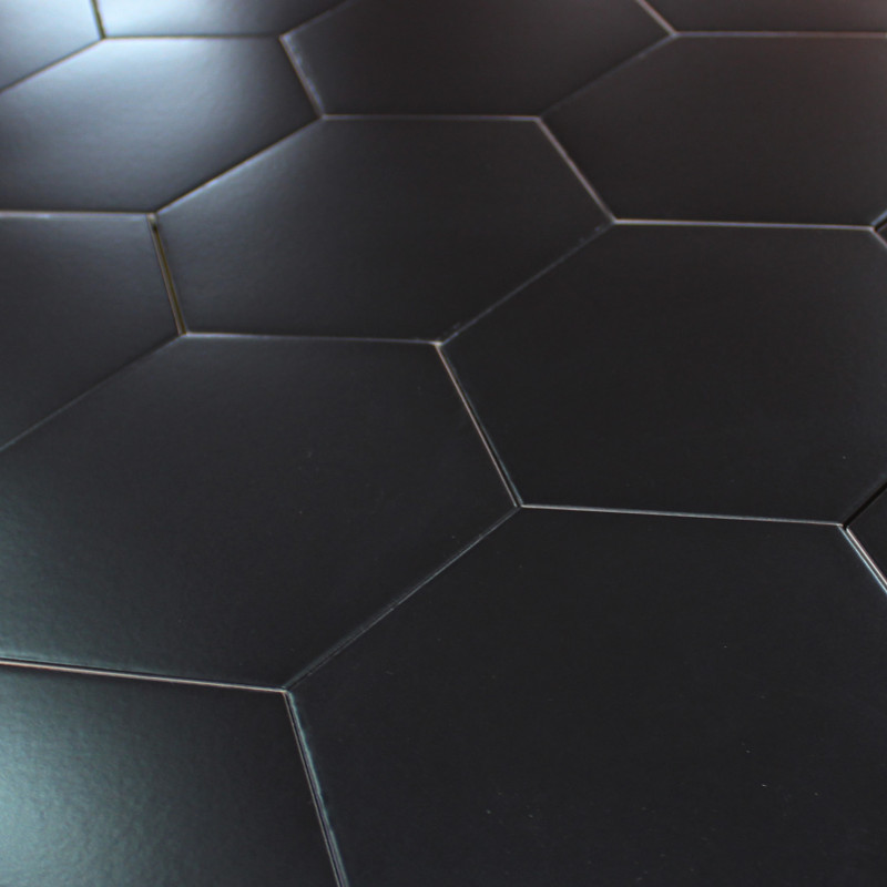 Carrelage hexagonal noir for Carrelage salle de bain noir brillant