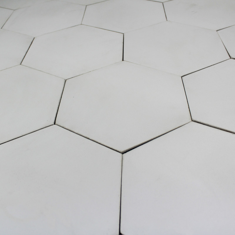 Carreau ciment hexagone blanc carrelage ciment uni hexagonal for Carrelage hexagonal marbre