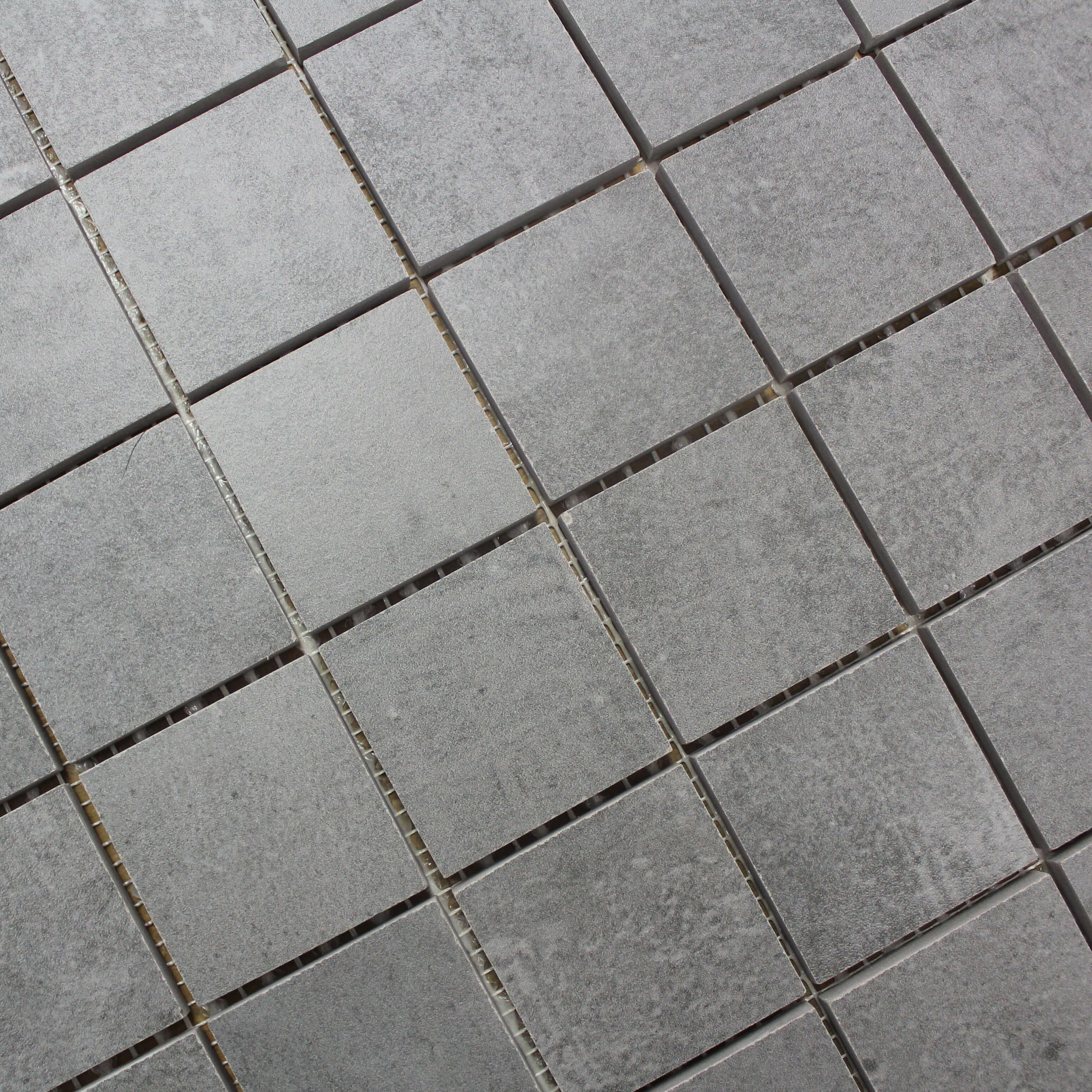 Mosaïque aspect béton mat sol et mur Nice Cenere