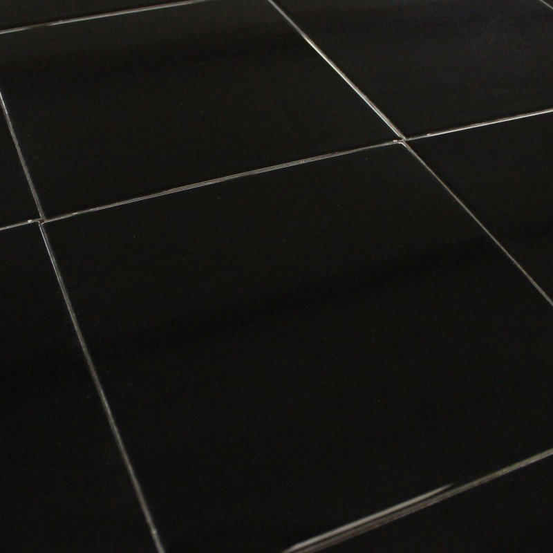 Carrelage cuisine noir brillant en faence noire brillante for Carrelage sol noir brillant