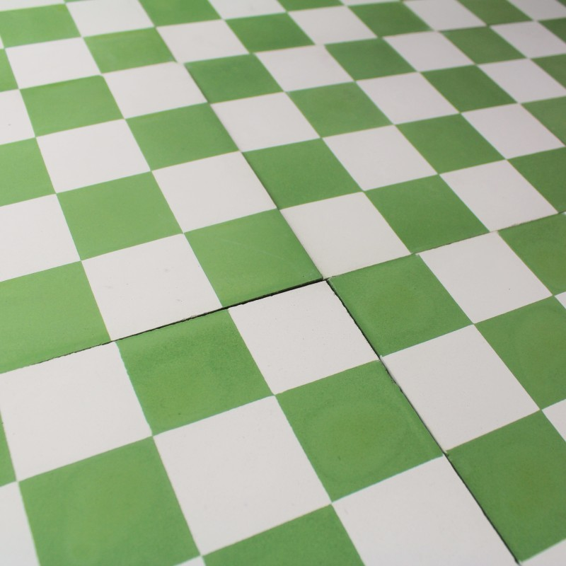 Carreau ciment damier vert carrelage ciment pas cher for Ciment joint carrelage